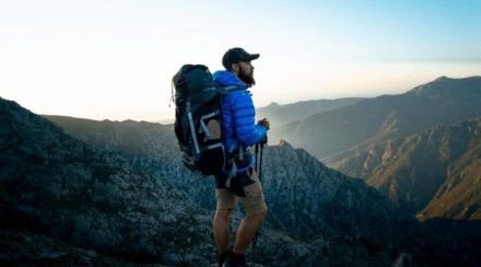 What is the Average Thru Hike Miles Per Day Expectation?